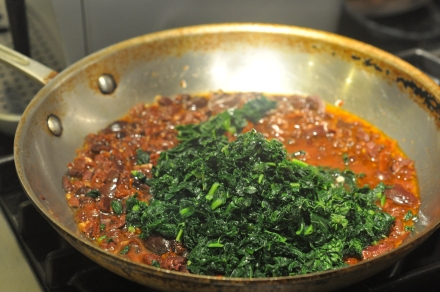 Pasta sauce of olives, sun-dried tomatoes and kale